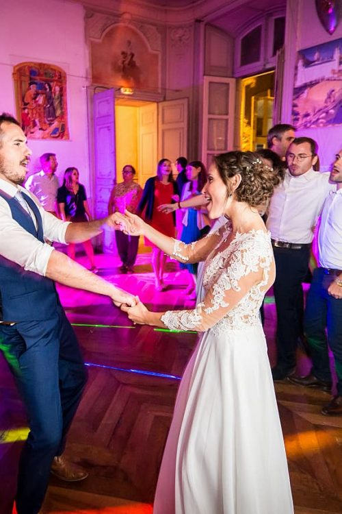 mariage-chateau-chalabre-aude-pays-cathare-ambiance-soiree-dansante-ouverture-bal-maries-1-1300x867